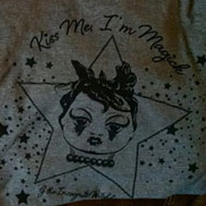 T-shirt: Kiss Me I'm Magick